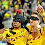 AWESOME: Marco Reus and Pierre-Emerick Aubameyang celebrate Dortmunds goal by transforming into Batman & Robin. http://t.co/j4zRWlTA5f