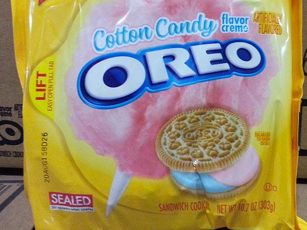 Spotted! Cotton Candy @Oreos Are Coming! http://t.co/92NUo6wD4M via @People http://t.co/mnk9mebZZR