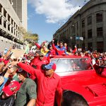 FOTO 2/ CENTRO DE CARACAS/ Así llegó @NicolasMaduro a la marcha antiimperialista #28FMarchaPorLaPatria http://t.co/XsPP7E5Ezn