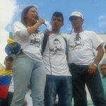 "Daniel y el papá de Kluiber cantan a todo pulmón el himno nacional: ""seguid el ejemplo que Táchira dió"" http://t.co/qVdAZGNEus"