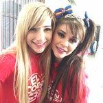 Una amiga @anacelia_tv y yo  formando #corazonMASgrande http://t.co/5yORTYQsQN