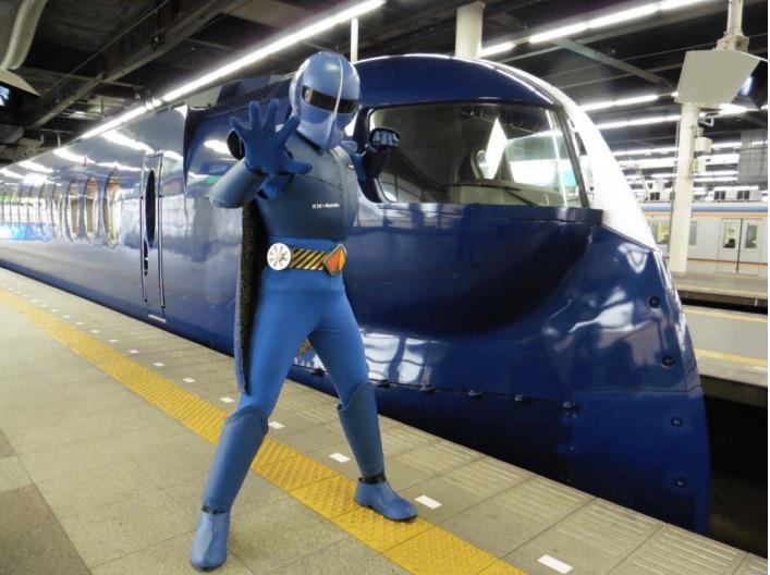 南海電鉄、訪日外国人向けに新キャラクター「ラピートルジャー」でPR http://t.co/y5kgceOafZ http://t.co/4SD8E9Kad7
