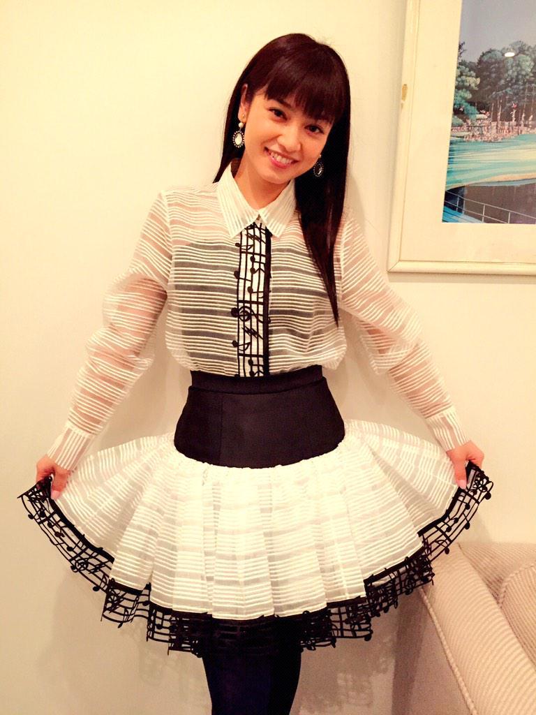 ふわふわスカートと音符が似合う平愛梨