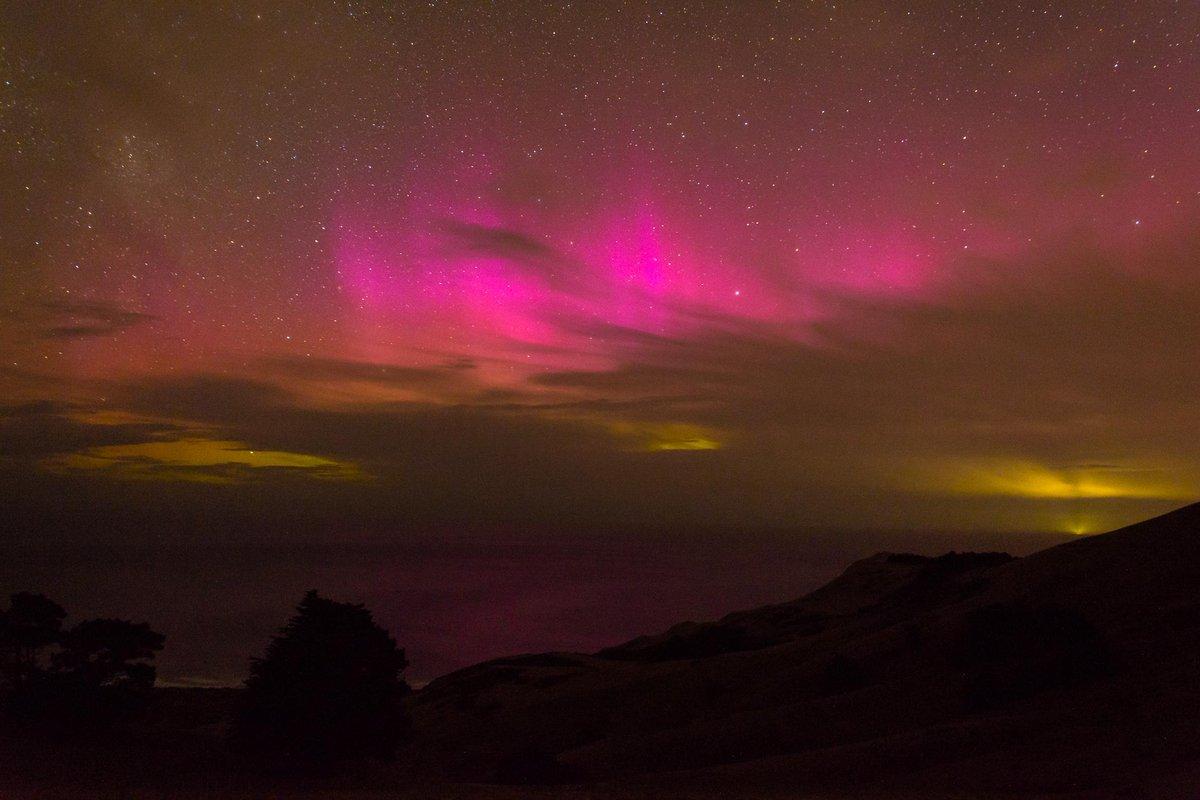 #Aurora Australis off the coast of #Dunedin 15mins ago #DunnerStunner http://t.co/6WCOqxSJnB