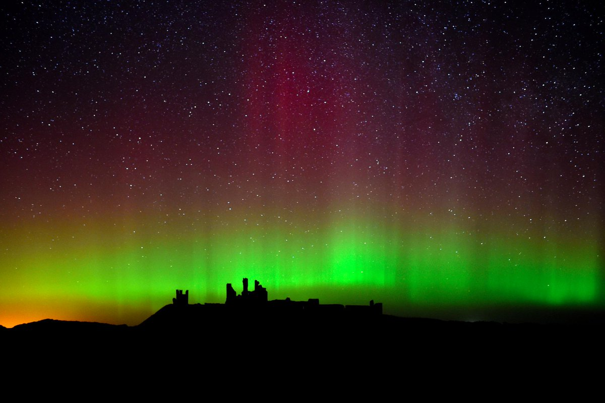 Pictures: Northern Lights in Northumberland 'best in years' http://t.co/5BCZLI2mWO http://t.co/UJ7VVLxyk2