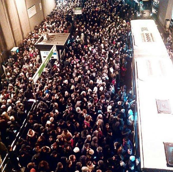 tomorrowland değil, zincirlikuyu metrobüs http://t.co/yJfM6wgrbE
