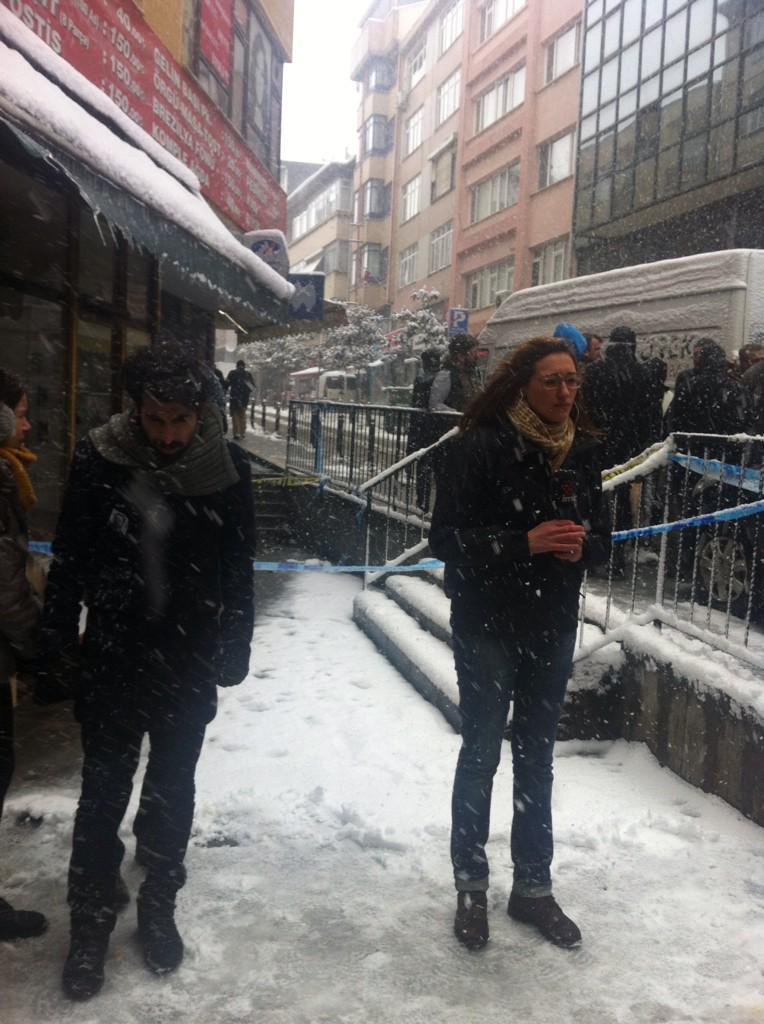 """Arkadaşımızı kar topu oynarken """"deli raporum var bana bir şey olmaz"""" diyen bir esnaf öldürdü. #NuhKöklü http://t.co/updfROW6lX"""