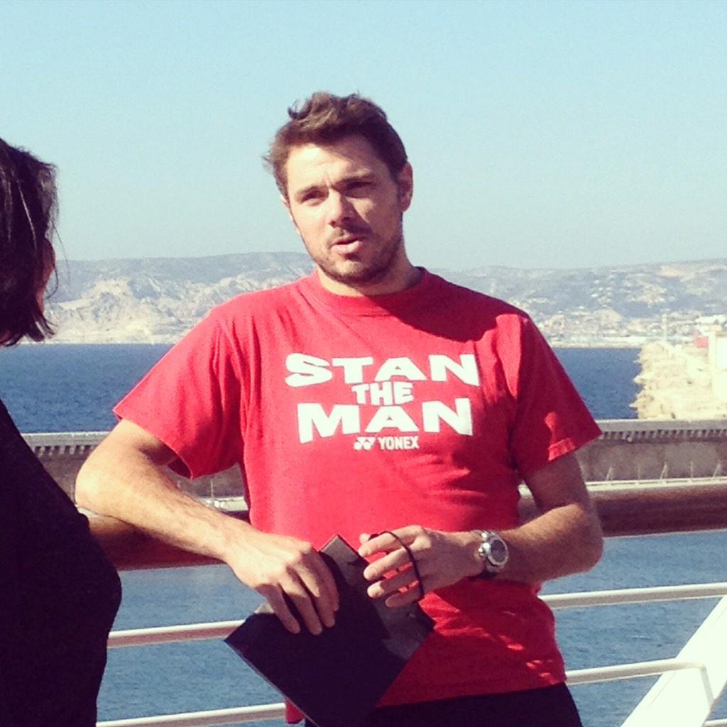 @stanwawrinka est aux terrasses du port @LesTDP sous le ciel ensoleillé de Marseille #open13 #stantheman #détente http://t.co/hkEwW0iHLc