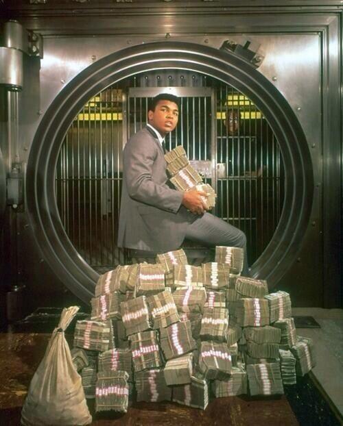 Muhammad Ali with his winnings in 1974: http://t.co/8LoeWpZHOK