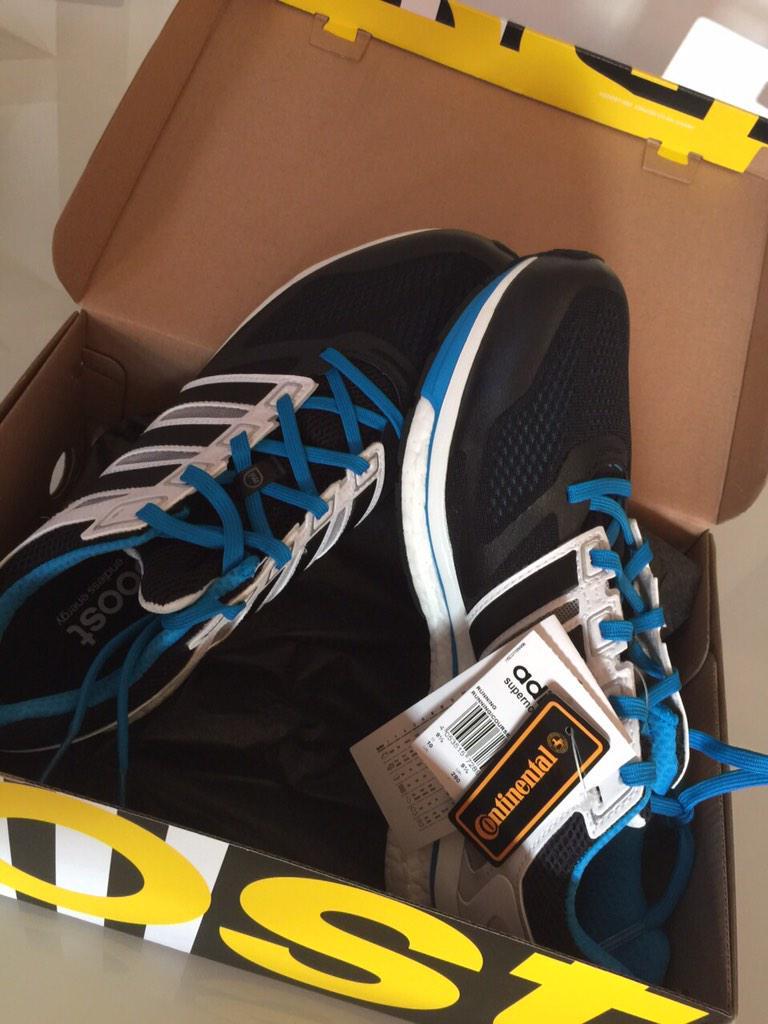 Entre todos los que me sigáis y RT esta foto elegiré al ganador de estas zapatillas 50k gracias