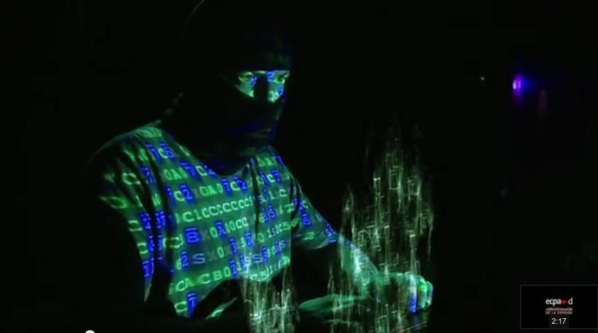 En 2015 les hackers travaillent toujours cagoulés selon le Ministère de la Défense https://t.co/QE9f4ki3m1 http://t.co/ZveODQ7sYu
