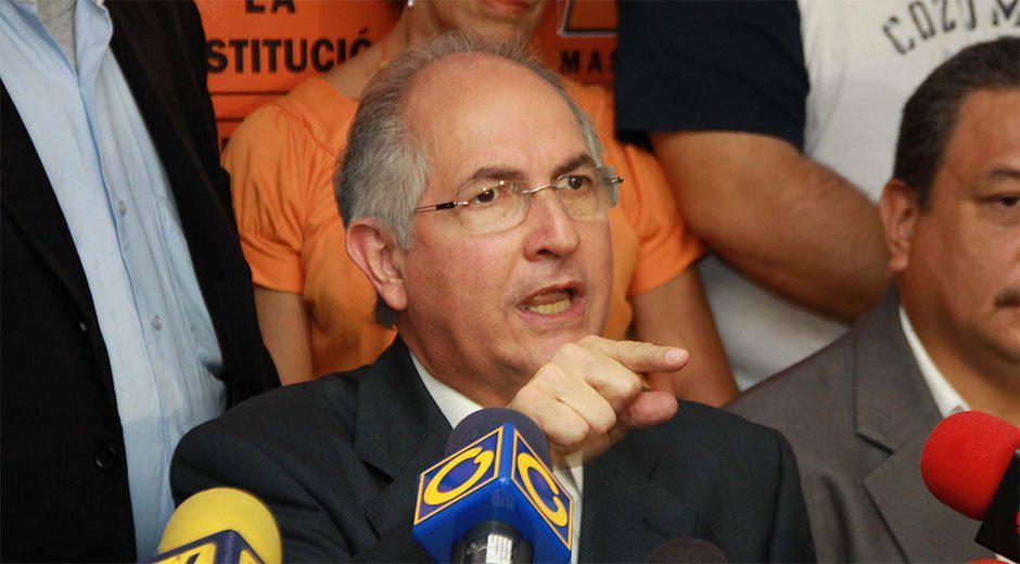 Detienen al alcalde Antonio Ledezma http://t.co/sgKJNVv3M9 http://t.co/8hhhLGValP