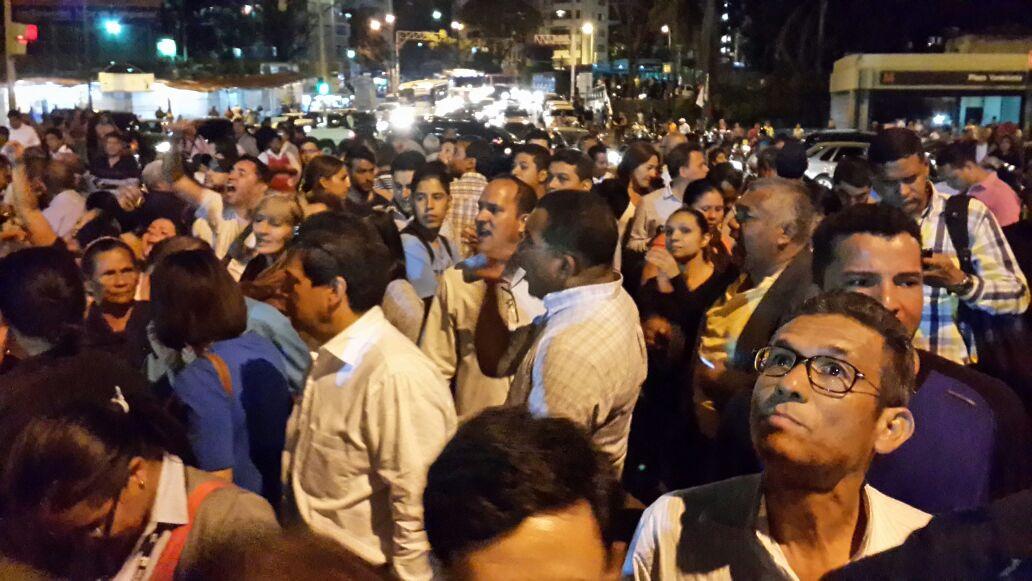 #19F 07:20 p.m. Así se encuentra la sede del SEBIN de Plaza Venezuela - http://t.co/llwr83494B
