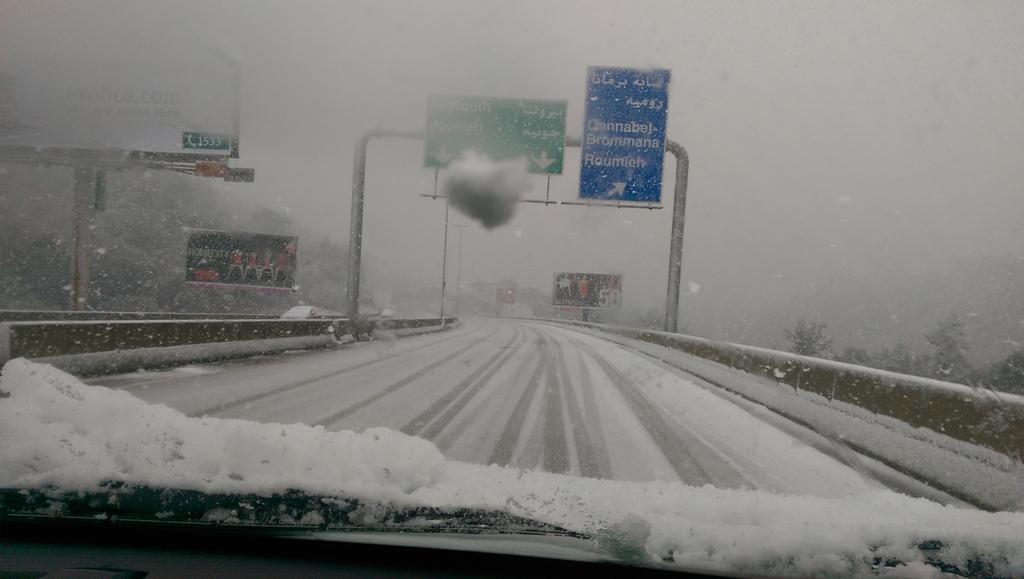 """@tonysamia: طريق المتن السريع , على إرتفاع ٥٠٠ متر , نرجو توخي الحذر  @tmclebanon @LebISF http://t.co/WZnMyfAAHT"""