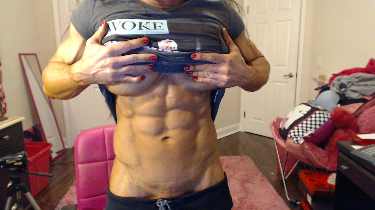 I love how my abs look at 10 weeks out. I cant wait till the day of my show!! #ripped #lean #shredded