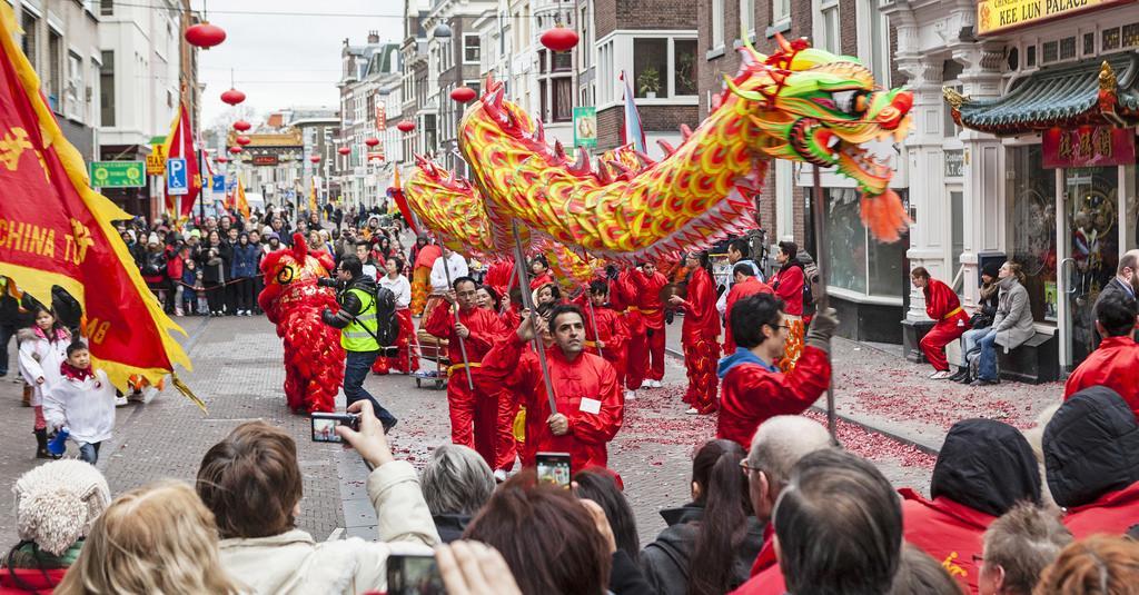 Draken, leeuwen, muziek en vuurwerk: morgen gratis Chinees Nieuwjaar viering in Den Haag > http://t.co/YBdjtsJY4h http://t.co/K8dXdFGIAZ