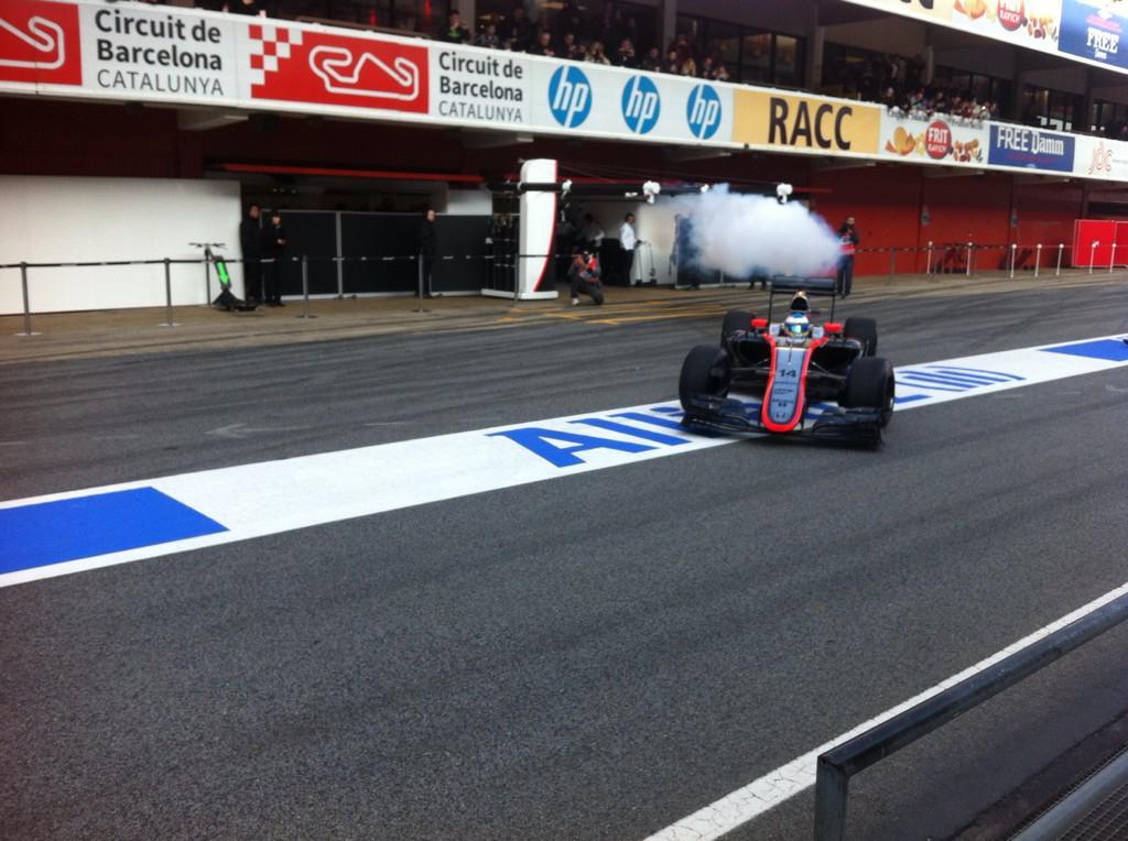 Sale de nuevo Alonso con efectos especiales de fondo... http://t.co/SDb1h0phNj