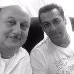 It was wonderful to spend an hour in the flight without any distractions with @BeingSalmanKhan.:) #GreatConversation http://t.co/e4KHzesF8f
