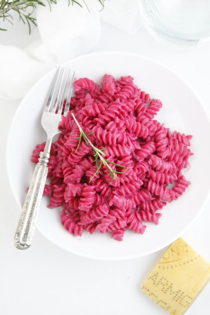 Another one of our favorites is this Pasta w/Creamy Roasted Beet Sauce http://t.co/9g7yaF943b #healthypasta http://t.co/JtUqRpcXNp