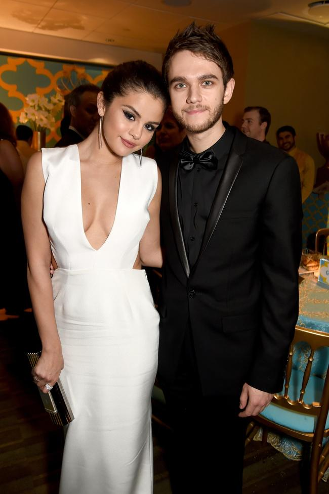 We have the new single from @Zedd featuring @selenagomez  to premiere Monday. CAN'T WAIT!!!! #IWantYouToKnow http://t.co/aXQ5NCxiFK
