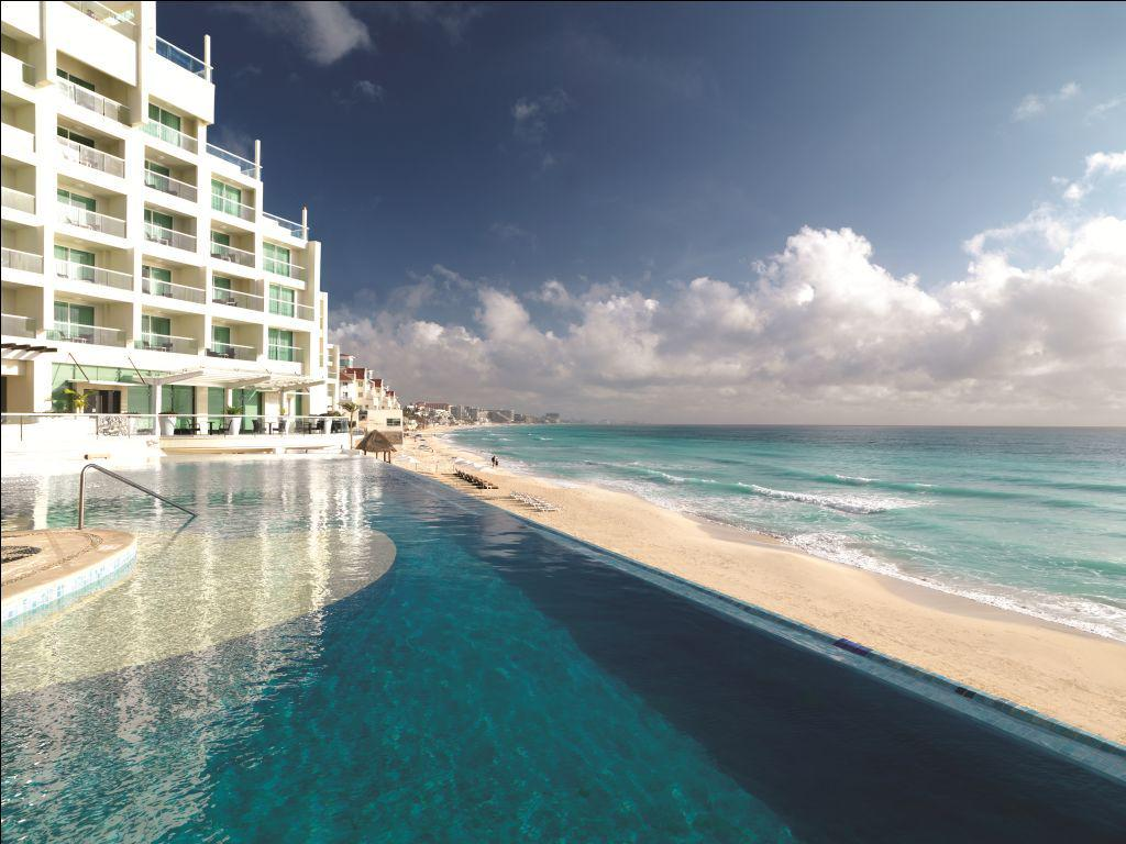 Infinity pool. Beach. Caribbean Sea.  Can't get much better than that. http://t.co/Ic4QZZiSHz