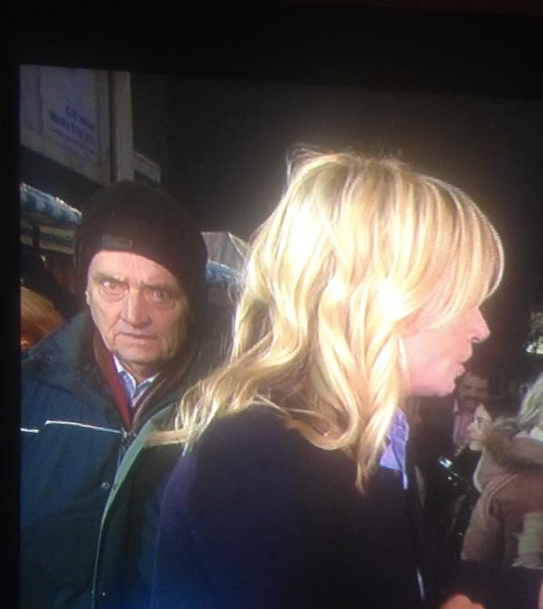 Is that Pipes I see over Zoe's shoulder? #eelive http://t.co/Dd2QMj7wPG