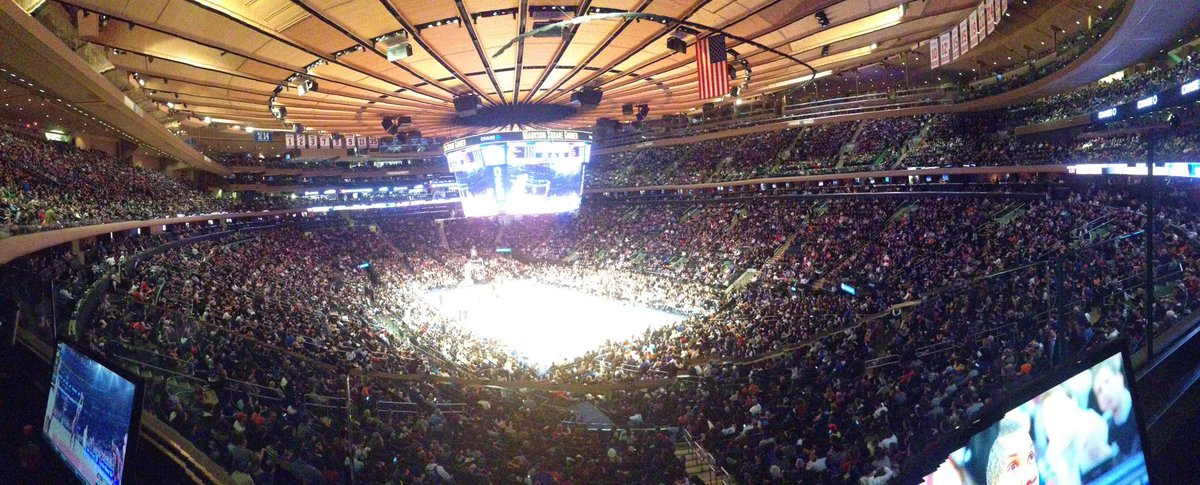 No one wants to play in New York, right? This is the crowd that 10-43 produces. Nowhere else.  #bestfansinNBA http://t.co/kmFJfHO4Qy
