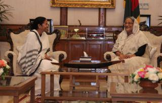 I invited Honorable Prime Minister to visit West Bengal …. এসো এসো আমার ঘরে এসো, আমার ঘরে... http://t.co/mBIaAFcGwh