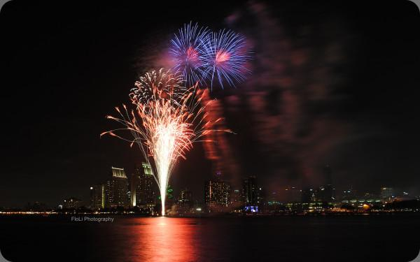 http://t.co/9w9QpZrSgE RT @flolenator Fireworks God's reminder - to look for glowing gems within the hidden darkness! http://t.co/kEhnVgTxLq