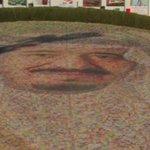 مبايعة #الملك_سلمان في ينبع بأكبر باقة ورد ضمت مليون و270 الف وردة واستخدم فيها 600-700 صنف من الزهور #صباح_العربية http://t.co/CFccqNqA1f