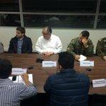 """""""@iaraucania: Se constituye C.O.E. por mayor actividad en Volcán Villarrica, enc. por int. @fhuenchumilla. http://t.co/RIE9w3Ubwv"""""""
