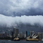 Spectacular images coming from the #sydneystorm http://t.co/oHx9m32f5y http://t.co/IaKaCwfaNE