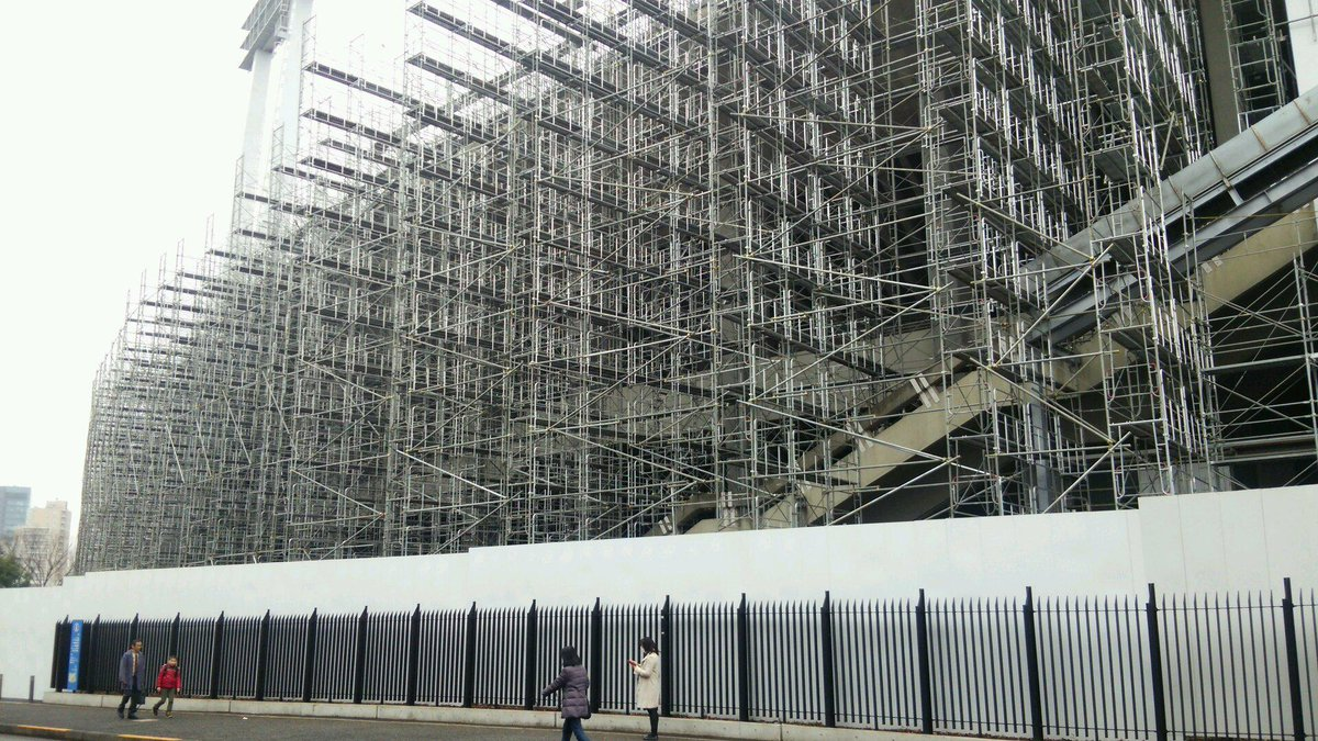 お出かけ、土木、景観:(01)国立競技場(国立霞ヶ丘競技場、東京都新宿区)の解体工事がすごいことになってた。 http://t.co/VZjhly3tdw