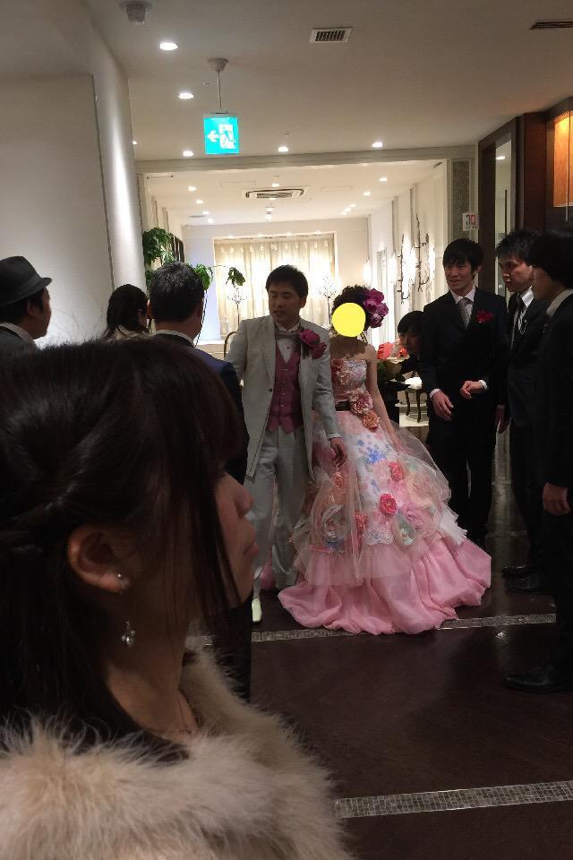 今日はオジンオズボーン高松さんの結婚式。 とても良い式。 とても良い式という事はあの人が出てくる。  34歳独身。職業芸人。 たしかこの写真で第4弾。 http://t.co/YeV5CSq1RM
