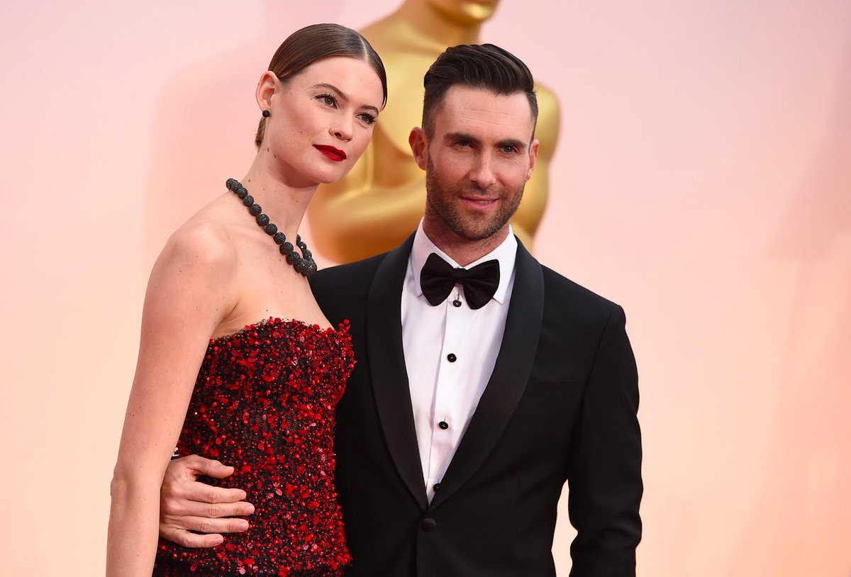 Adam Levine and Behati Prinsloo SLAY #Oscars2015 http://t.co/vbJzf4JyGd