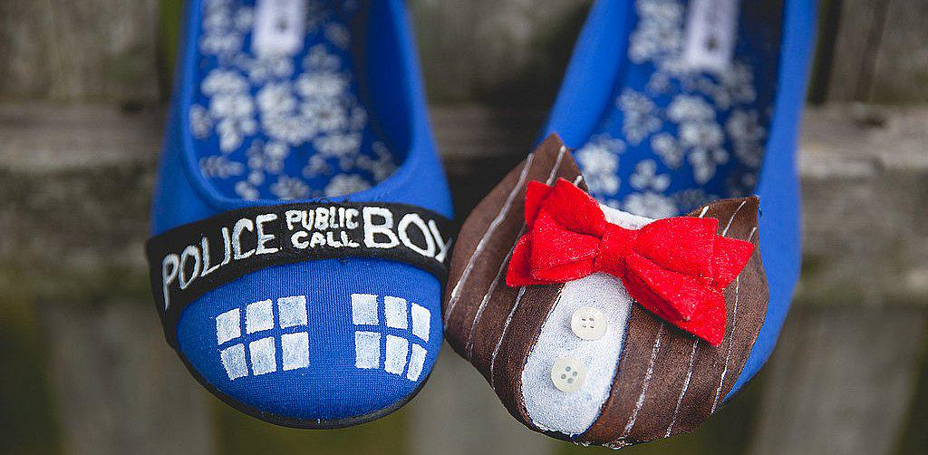 Bow ties, TARDIS, and Daleks . . . this #DoctorWho wedding RULES. http://t.co/bGm1SLyxes http://t.co/pElSAe78NE
