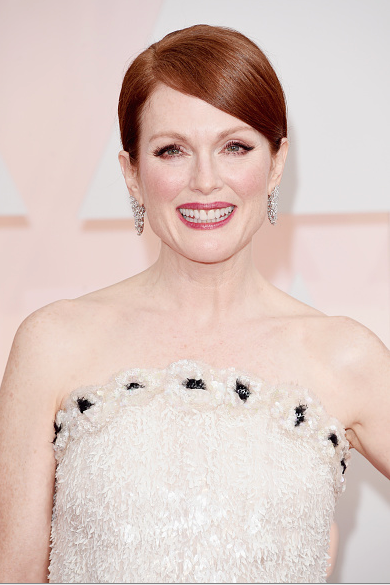 Julianne Moore nominated as best actress and who everyone expects win the  #Oscar in @CHANEL  #Oscars2015 #RedCarpet http://t.co/uMGzw2RrX9