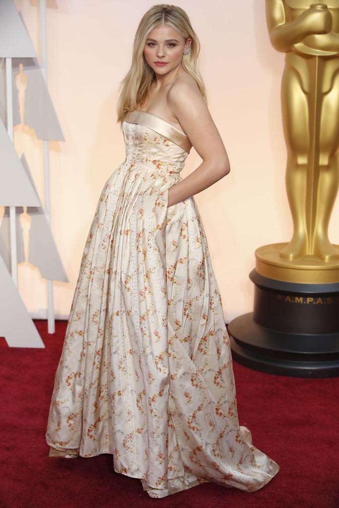 #Oscars2015  Bien por las nuevas generaciones… @ChloeGMoretz <3 http://t.co/IslGR65LRl