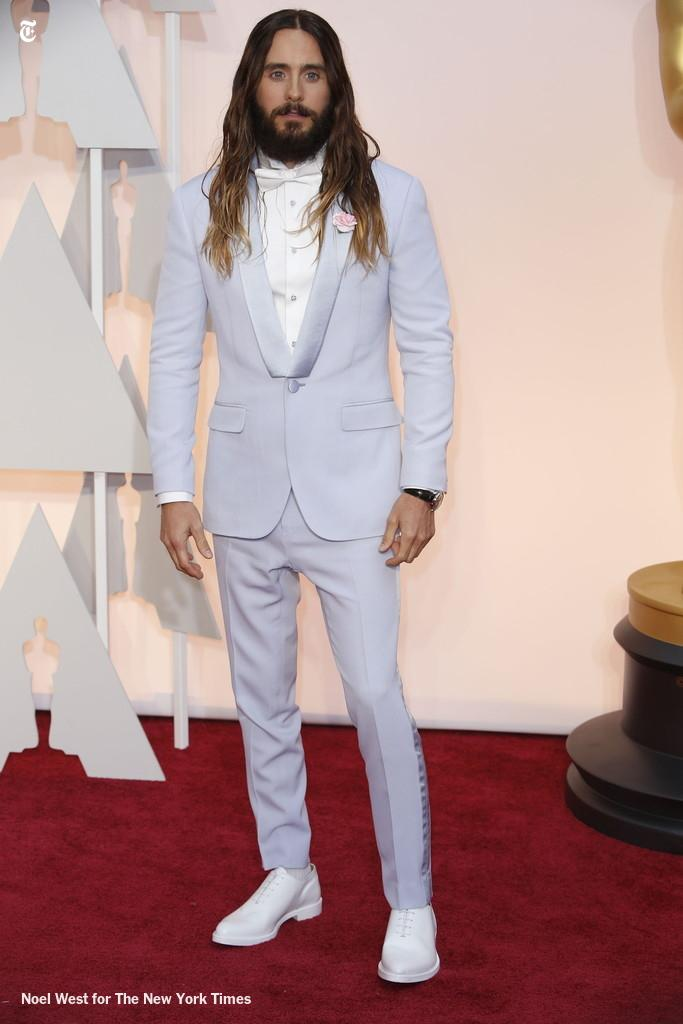 You guys, Jared Leto just arrived from an early-'80s bar mitzvah #Oscars2015 http://t.co/hr76UitPwE