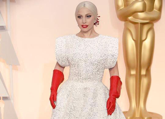 Gaga's like hold up I need to finish washing the dishes then go to #Oscars2015. Ah shoot no time let's go http://t.co/HjsUpRq3Vm