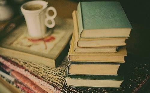 """""""I libri sono dei rifugi, una sorta di chiostro  protetto dalle volgarità del mondo"""" Walter Pater #libri #rifugio http://t.co/87sj1ZST0W"""