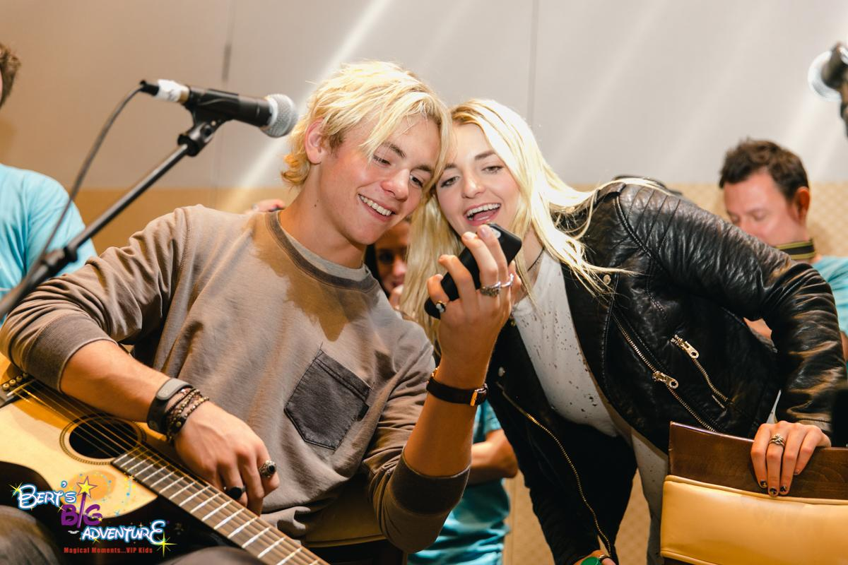 One of our #BBA2015 kids - Lake - couldn't make it last minute on the trip, so @OfficialR5 FaceTimed WITH him. http://t.co/8YHA9QQWqC