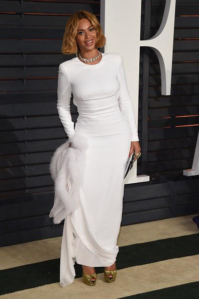 Beyonce wearing a J. Mendel white fox bolero with embroidery to last night's Vanity Fair Oscar Party #VFOscarParty http://t.co/n5ZlrfNTbk
