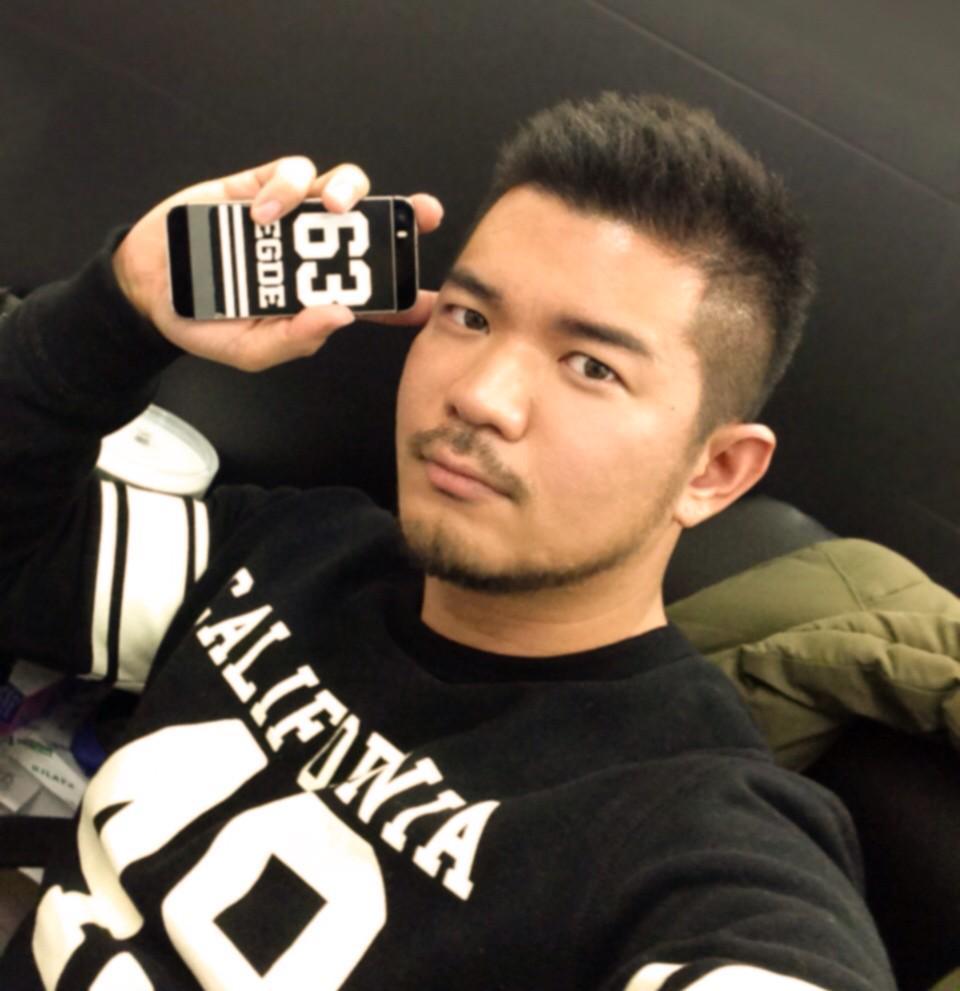 来週の3/6(金)は阪急メンズ館梅田でFASHION EXHIBITION NIGHTが開催されます(たぶん19時ぐらいオープン)。 1階メインフロアでアンダーウェアショーもあるので遊びに来られる方は是非よろしくお願いしまーす! http://t.co/R0HqIUBXyC