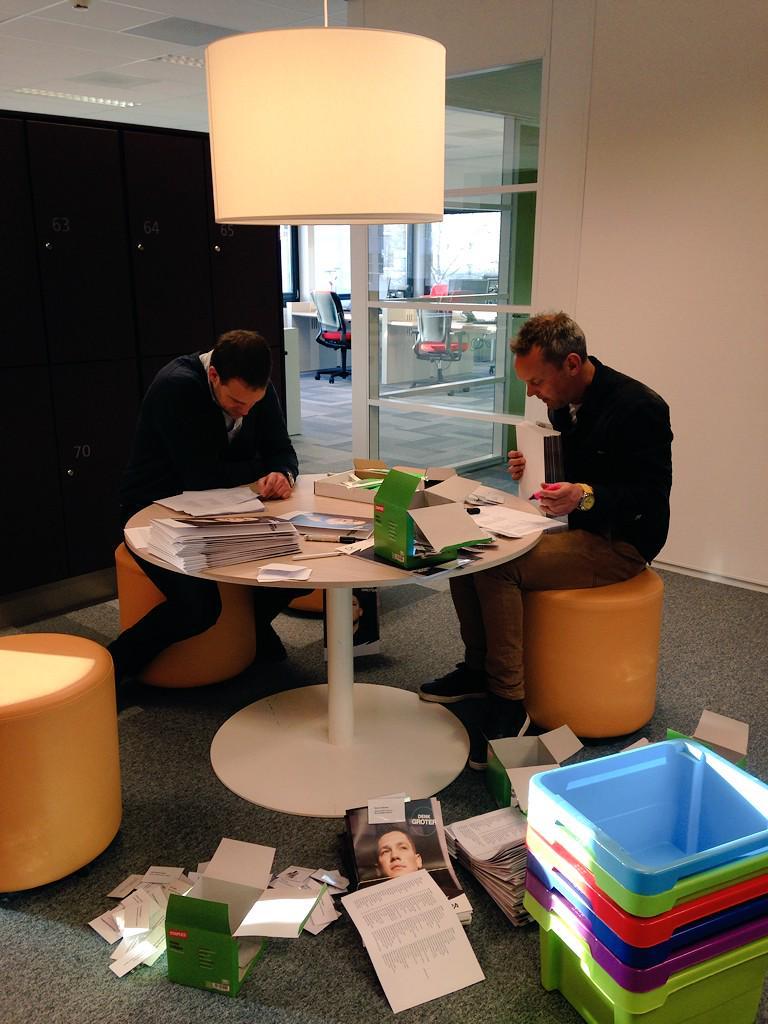 Topdrukte in het oranje 'crisiscentrum' zo'n anderhalve dag voor de carrièredag! Wij gaan nog ff door..:-) #specoCD15 http://t.co/rBIfZ2G7TN