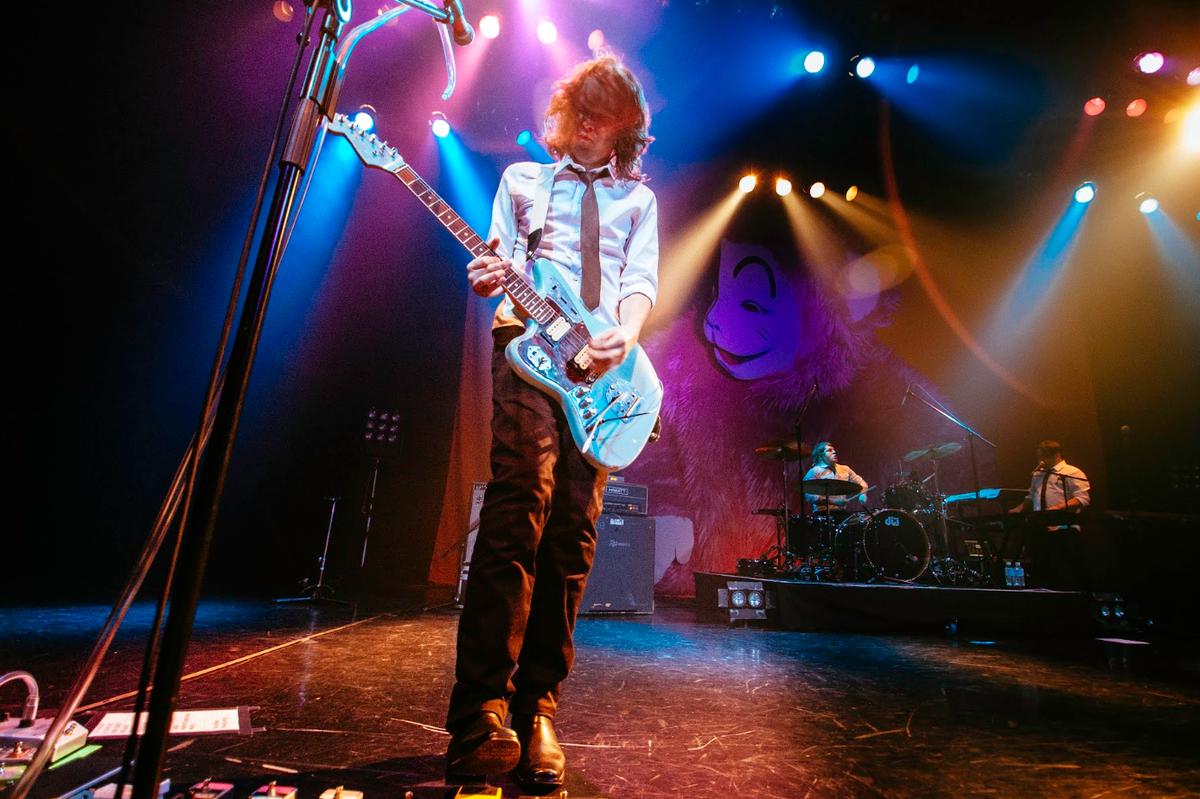 .@gerardway & the Hormones live in Tokyo!How do you like @ianwfowles custom Kurt Cobain #Jaguar?Photo by: Jamie Allen http://t.co/mkc3dYw9KJ
