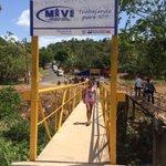 Presidente @JC_Varela inaugura puente peatonal en la comunidad de La Alameda en Burunga de #Arraiján. Vía @MIVIOT http://t.co/Y5ICetbTLN