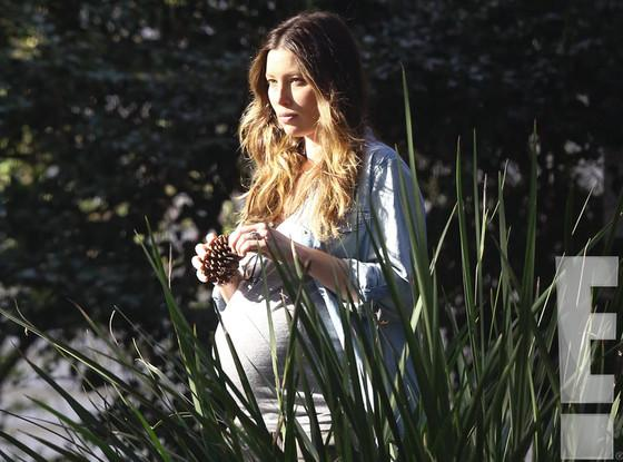 How stunning is Jessica Biel?! She's got that glow! More beautiful pics of the mama-to-be: