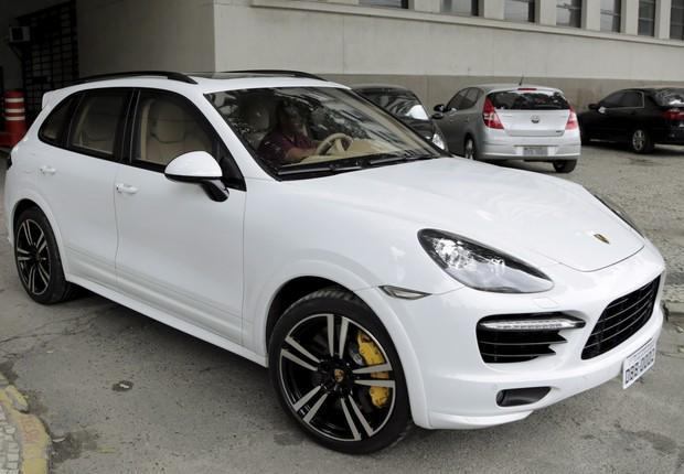 KKKKKK RT @RevistaEpoca: Juiz flagrado com Porsche de Eike diz que levou carro para casa para proteger do sol e chuva http://t.co/0wzaPn9XUa
