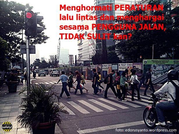 Safers,saat traffic light menyala merah berhentilah belakang Garis Stop, krn zebra cross adalah hak pejalan kaki. http://t.co/9HTTopgvlW